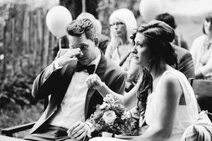 Lieber Stefan,Für uns war unsere Hochzeit ein unglaublich toller Tag mit vielen wundervollen und liebevollen Momenten! Deine Zeremonie, die du für uns vorbereitet hast, war sehr rührend und bewegend. Als wir nachts nach unserer Feier im Bett lagen, haben wir beide zueinander gesagt, dass wir nochmal heiraten wollen!! So toll hat es uns beiden, aber auch unseren Gästen gefallen.Liebe GrüßeSimone und André