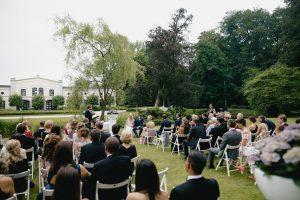 Lieber Stefan,  Es freut uns sehr, dass auch dir unsere Hochzeit gefallen hat und du mit schönen Erinnerungen an diesen Tag zurück denkst. Wir sind auch noch immer überwältigt und sehr glücklich. Sollte aus unserem Freundeskreis demnächst jemand heiraten wollen, werden wir dich auf jedenfall als freien Trauredner weiter empfehlen :)  Ganz liebe Grüße und alles Gute, Robert und Denise